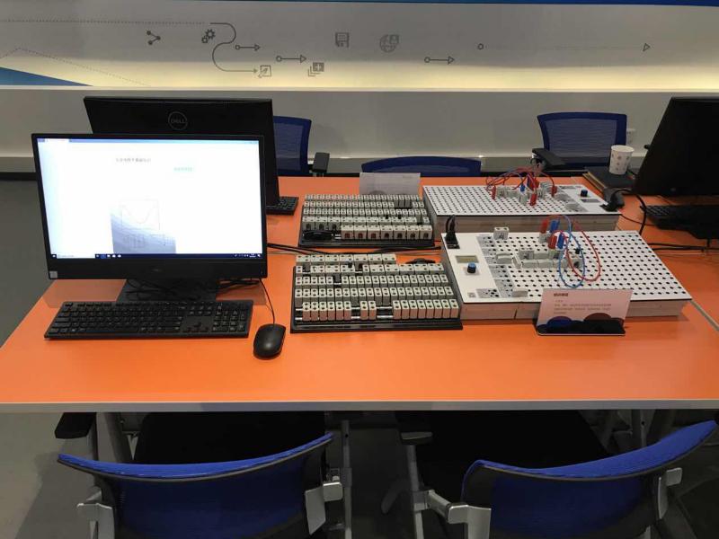臺式一體機+面包板+電子元件放置板